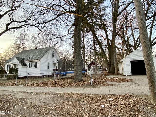 44 Oakwood Ave Muskegon Heights, MI 49444