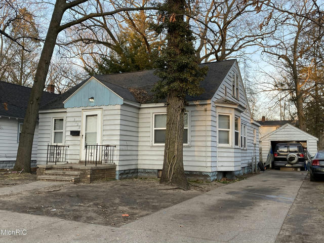 3132 5th St Muskegon Heights, MI 49444