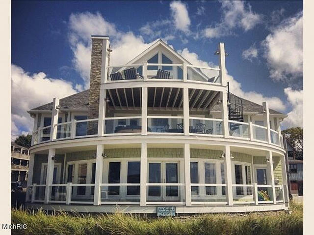 66 Lake Shore Dr South Haven, MI 49090