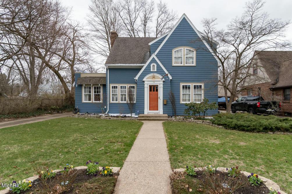 184 Robbins Ave Benton Harbor, MI 49022