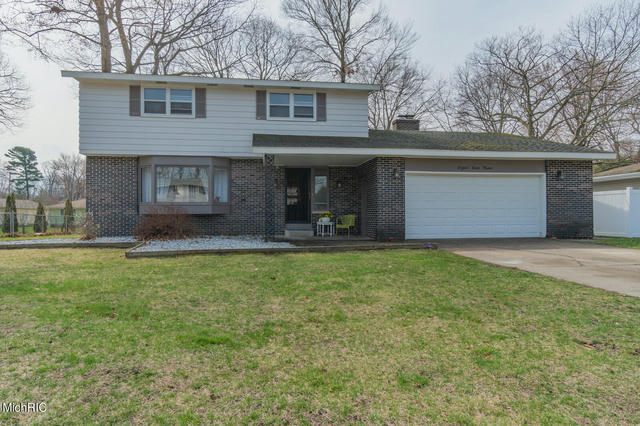 819 Winslow Ct Norton Shores, MI 49441
