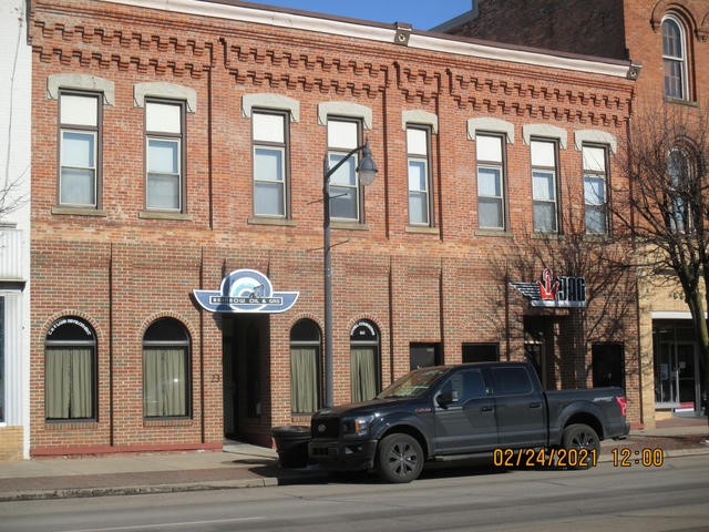 223 & 225 E Chicago St Jonesville, MI 49250