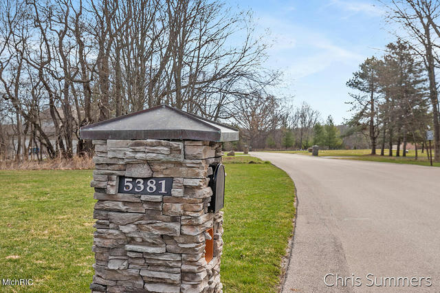 5381 Canyon River Ne Dr Ada, MI 49301