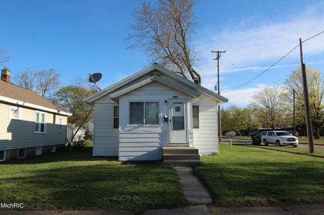 1144 E Larch Ave Muskegon, MI 49442