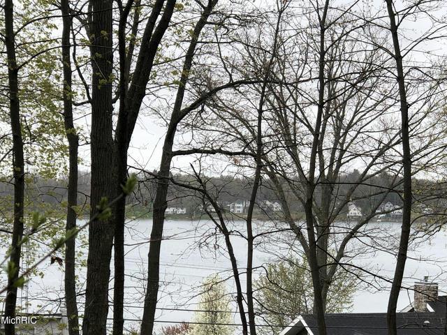 12219 N Sherman Lake Dr Augusta, MI 49012