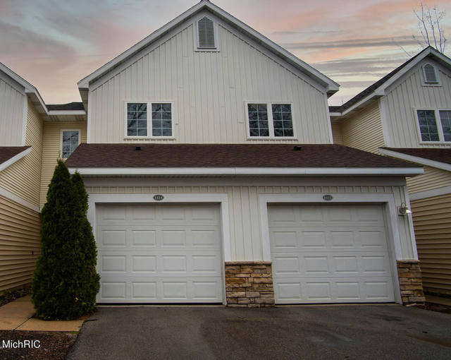 1414 Viewpoint Dr Greenville, MI 48838