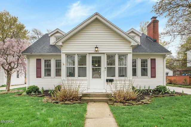 1322 Homecrest Ave Kalamazoo, MI 49001
