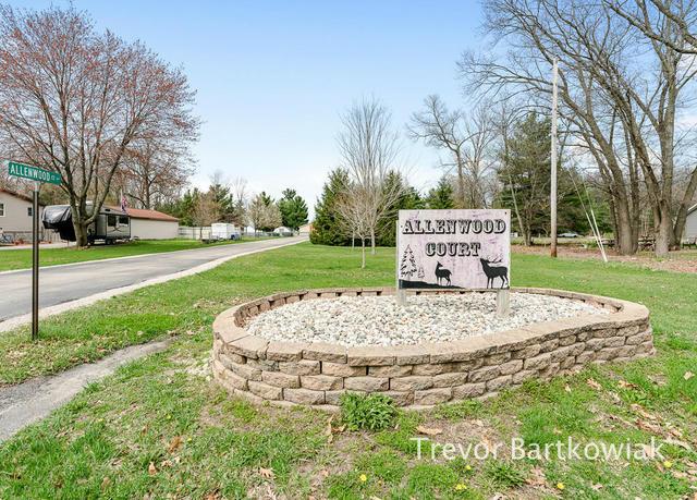 2232 Allenwood Ct Muskegon, MI 49442