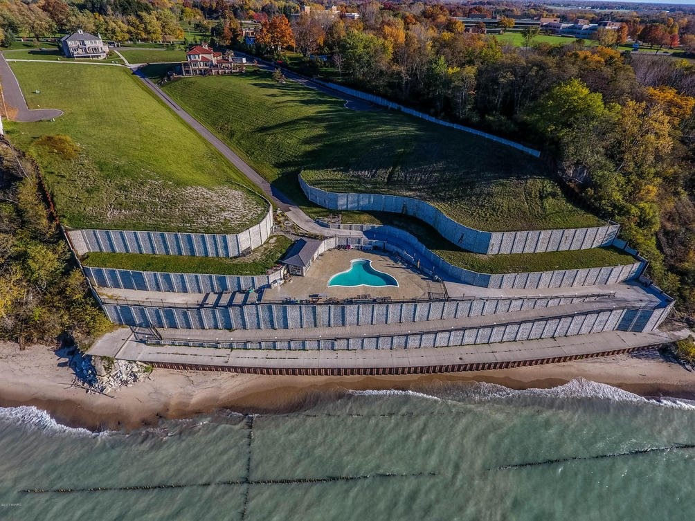 615 S Sul Lago 13 S  Benton Harbor, MI 49022