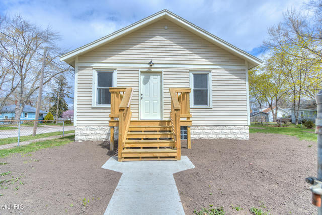1060 E Larch Ave Muskegon, MI 49442