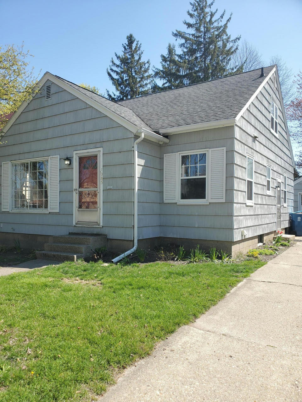 1085 W Forest Ave Muskegon, MI 49441