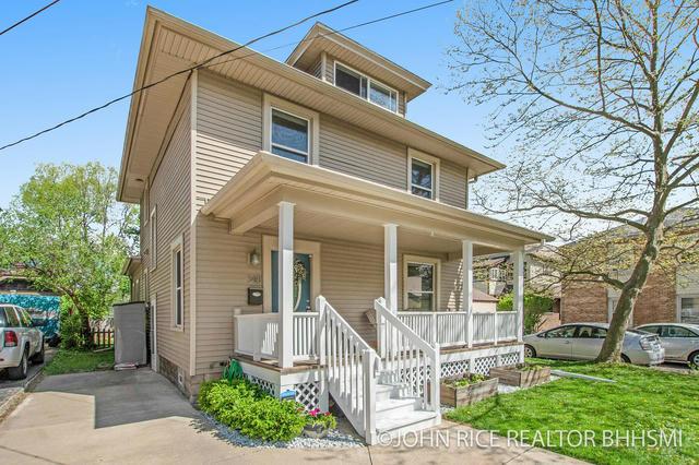 348 Gladstone Se Dr East Grand Rapids, MI 49506