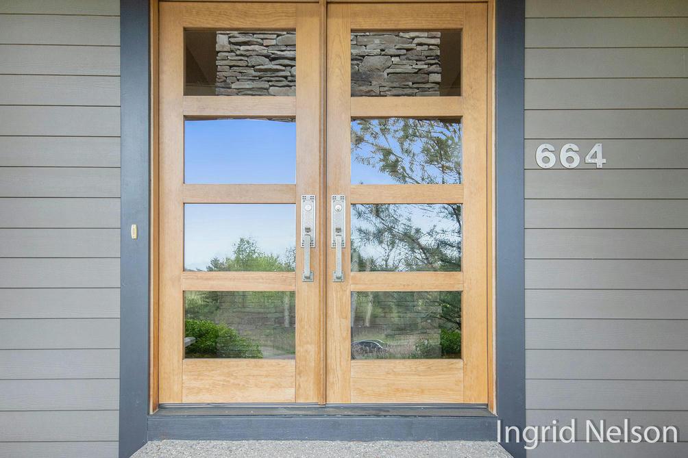 664 Hidden Cove Rd Ada, MI 49301