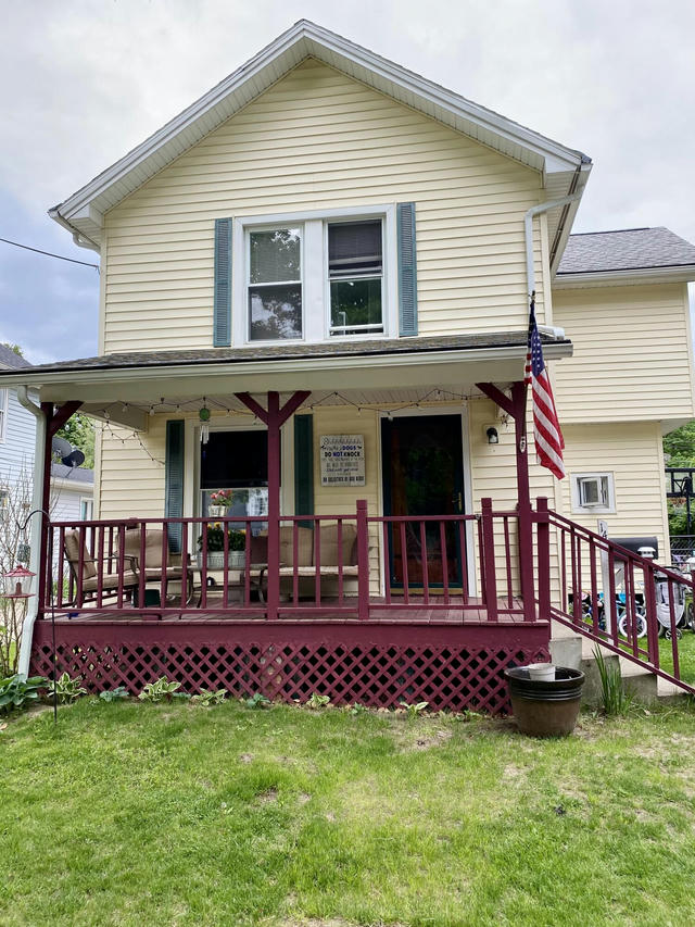 14 Armstrong St Hillsdale, MI 49242