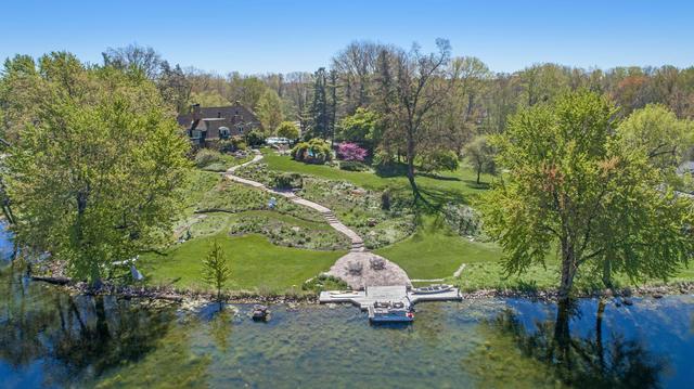 325 Lakeside Se Dr East Grand Rapids, MI 49506