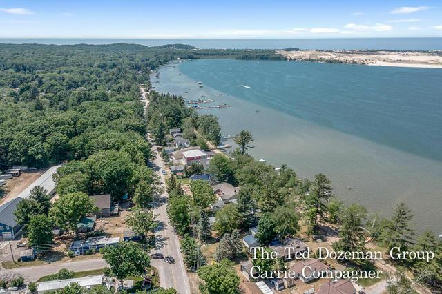 8881 W Silver Lake Rd Mears, MI 49436