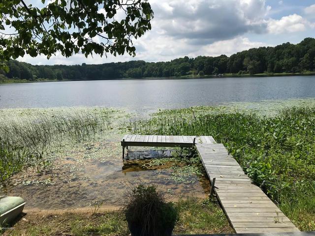 690 Lake 16 Dr Allegan, MI 49010