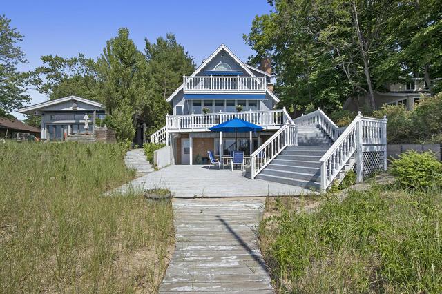 2541 Lakefront Dr Holland, MI 49424
