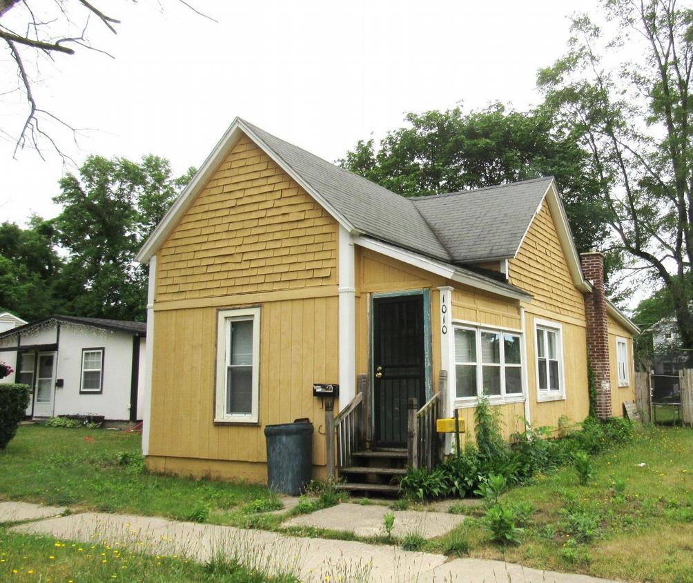 1010 Bishop Ave Benton Harbor, MI 49022