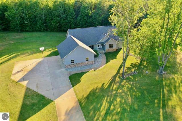 470 Sweetwater Dr Cadillac, MI 49601