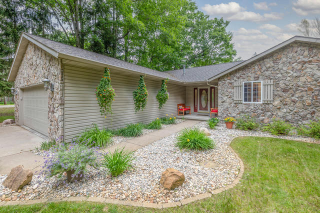 8040 Carriage Ln Canadian Lakes, MI 49346