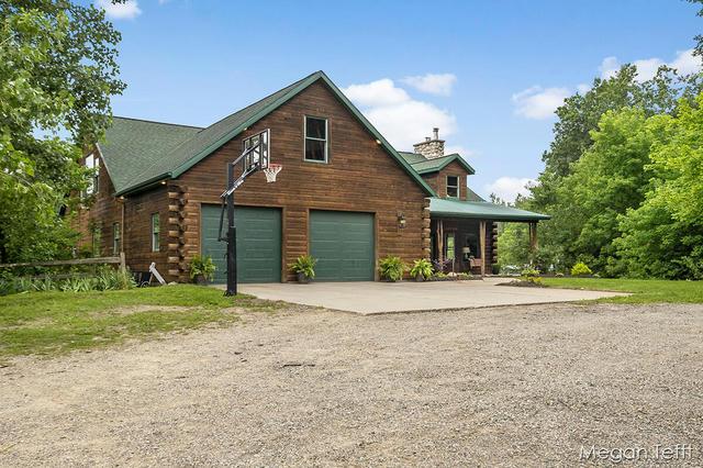 6165 Lincoln Lake Ne Rd Belding, MI 48809