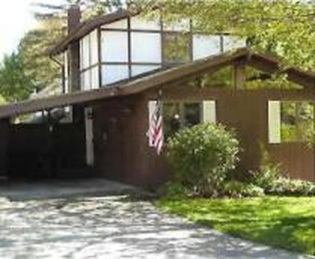 207 Woodlawn Ave Sawyer, MI 49125