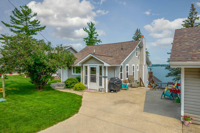 10680 Lake St Chippewa Lake, MI 49320