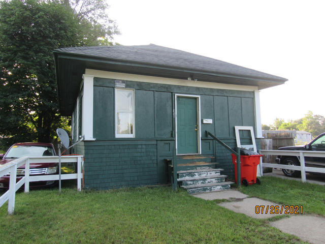 887 Pavone St Benton Harbor, MI 49022