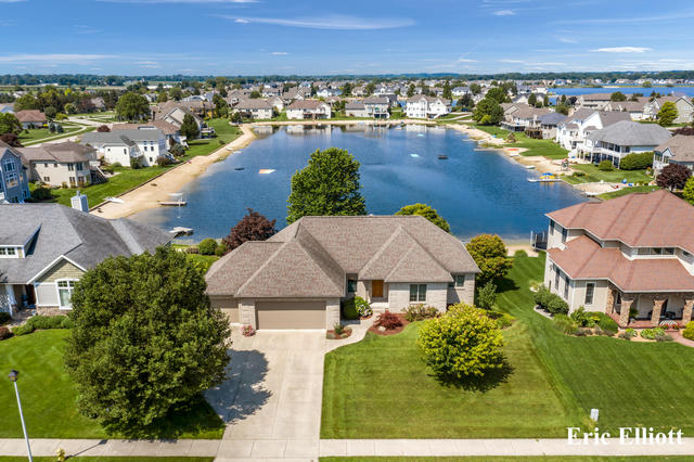 1479 Lakeside Dr Hudsonville, MI 49426