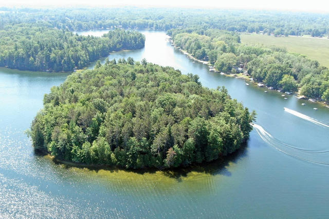 8918 W School Section Lake Dr Mecosta, MI 49332