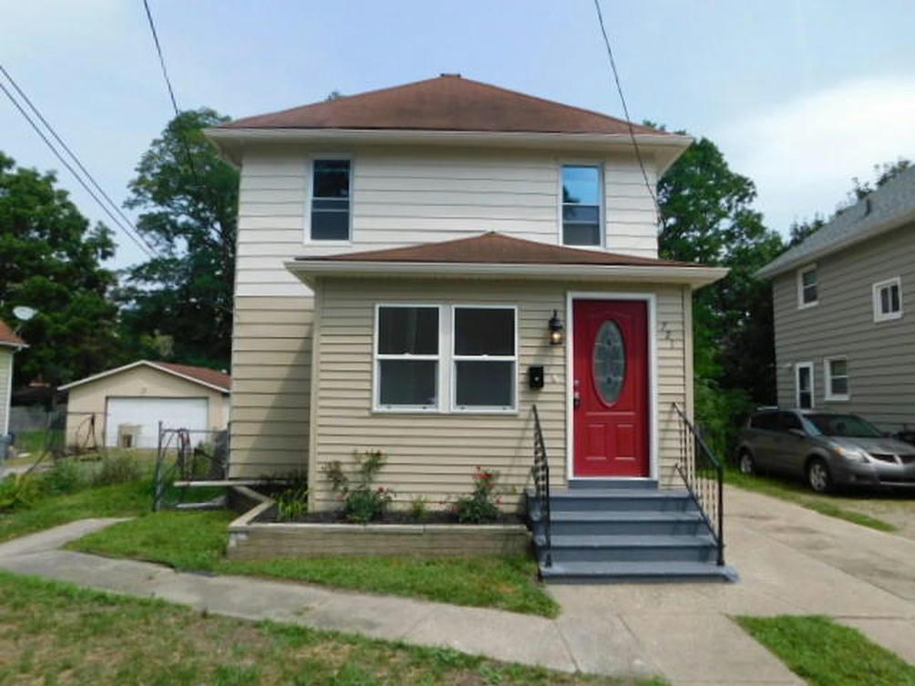 721 S Pleasant St Jackson, MI 49203