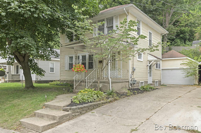 839 Valley Nw Ave Grand Rapids, MI 49504