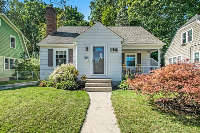 823 Valley Nw Ave Grand Rapids, MI 49504