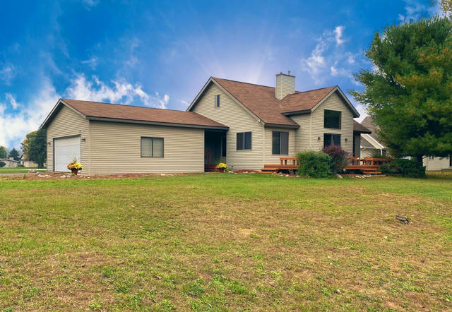 7126 Holiday Dr Canadian Lakes, MI 49346