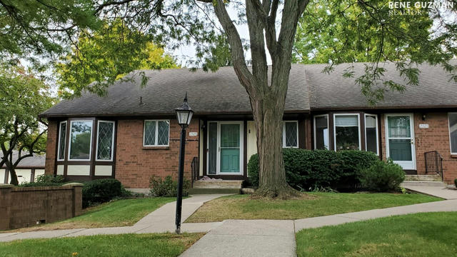 2325 Radcliff Village Se Dr Grand Rapids, MI 49546