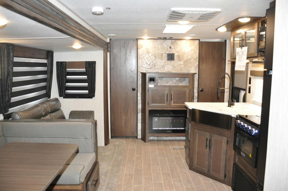 2021 Cherokee 304BS