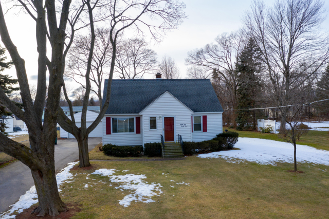 3133 Mccracken St Norton Shores, MI 49441