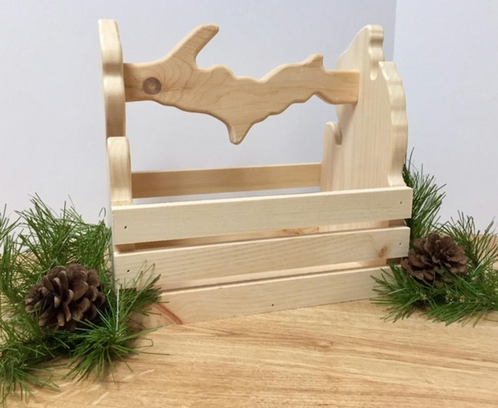 med-crate-with-up-handle-with-pines
