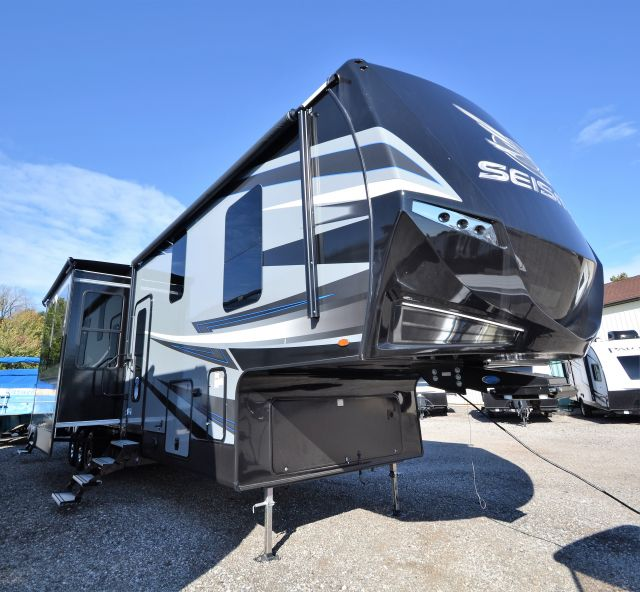 New/Used 5th Wheel Toy Haulers For Sale, Michigan RV Dealer