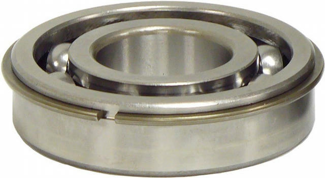 Bearing with clip