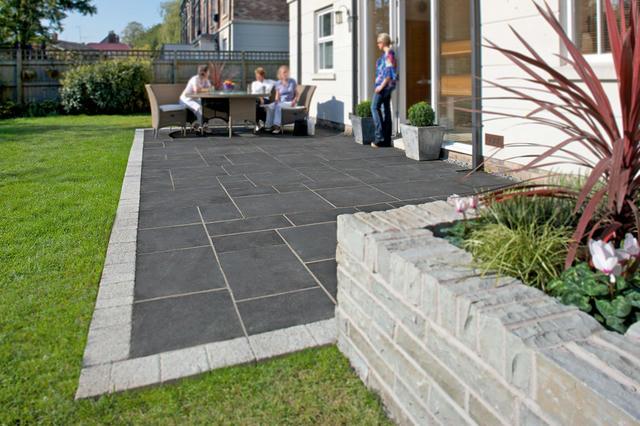 natural-stone-patios-black-river-8129-001