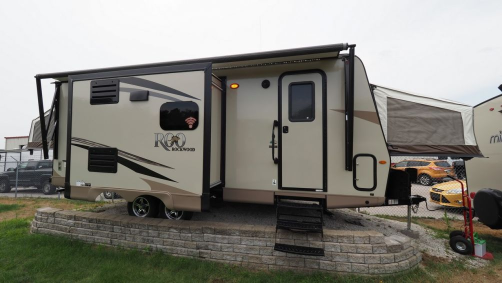 Super Lite Travel Trailers >> New 2019 Forest River Rockwood Roo 23IKSS: 31909