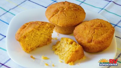 pumpkin-corn-bread-cupcakes-001